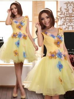 Pre-order / เช่า ชุดแฟนซี ชุดราตรีสั้น คอวี สีเหลืองสวย แต่งเลื่อม ปักดอกไม้