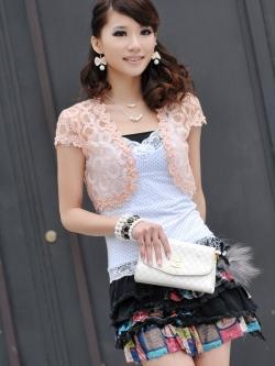 เสื้อคลุมชุดราตรีลูกไม้ลายดอกไม้ สีโอโรส แต่งเกสรมุกสวยหรู