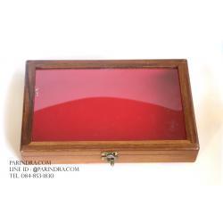 กล่องไม้บุกำมะหยี่สีแดง หน้ากระจก สำหรับโชว์สินค้า สวย คลาสสิก