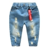 กางเกงยีนส์เด็กสียีนส์กลางพร้อมป้ายสีแดงตรงเอว [size: 2y-6y]