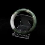 กำไลหยกเนื้อเขียวขาว (Burma jade bangle)
