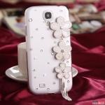 Case Samsung S4 เคสประดับเพชรคริสตัลตกแต่งด้วยดอกไม่สีขาวสวยๆ มีสายห้อยตุ้งติ้ง น่ารักๆ