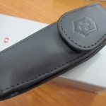 VICTORINOX Expandable Black Leather Clip Pouch Med Pocket Knife VN33255