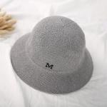หมวกปีกสีเทาแต่งตัว M