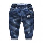 กางเกงยีนส์เด็กสีเข้มแต่งป้ายสีขาวตรงกระเป๋า [size 2y-3y-4y]