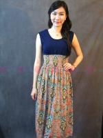 Maxi Dress ตัดต่อ ช่วงอกเป็นผ้ายืดสีกรมท่า แต่งกระโปรงด้วยผ้าชีฟอง สวยโดดเด่นด้วยลายกระโปรงแนววินเทจน่ารักๆ