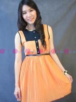 เดรสแขนกุดสีส้มสดใส ผ้าหนังไก่เบาสบาย แต่งกระโปรงพลีท แต่งผ้าตัดต่อสีดำ