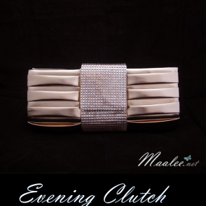 Evening Clutch กระเป๋าออกงาน สีทอง Champagne Gold จับจีบ คาดแถบคริสตัล Acrylic ประกายสวย พร้อมสายโซ่คล้องไหล่