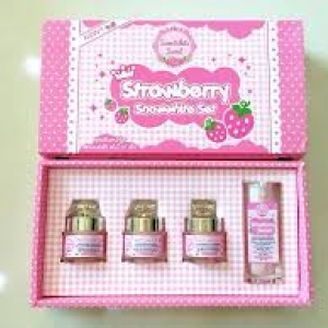Strawberry Set By Snowwhite