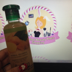 แชมพูสมุนไพรบำรุงรากผมและหนังศรีษะ Herbal Shampoo Scalp Nourishing Formula