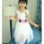 ชุดเดรสแขนกุดสีขาวแต่งดอกไม้ที่เอว [size 5y-6y-7y-8y-9y-10y] thumbnail 3