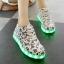 รองเท้าผ้าใบมีไฟ LED ลายโน้ตดนตรี (เปลี่ยนสีได้ 7 สี) thumbnail 1