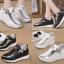 รองเท้าผ้าใบเสริมส้นสีขาว/ดำ ไซต์ 35-39 thumbnail 1