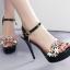 รองเท้าส้นสูงแต่งดอกไม้สีชมพู/ดำ/ขาว ไซต์ 34-39 thumbnail 4