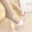 รองเท้าส้นสูงส้นแก้วคริสตัลแบบสวมสีทอง/ขาว ไซต์ 34-39 thumbnail 4