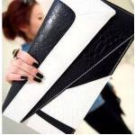 กระเป๋าคลัช สีขาวดำ