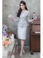 (Size M,L,XL,2XL) ชุดไปงานแต่งงาน ชุดไปงานแต่งสีเทา Set เสื้อเปิดไหล่ผ้าไหม สีเทา แต่งลูกไม้แขนยาวเอวระบาย มาพร้อมกับกระโปรงผ้าไหมสีพื้นอย่างดี