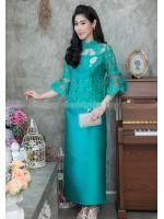 (Size M,L,XL,2XL,3XL,4XL,5XL) ชุดแม่เจ้าสาว ชุดแม่เจ้าบ่าว ชุดไปงานบุญงานบวช สีเขียว Set เสื้อลูกไม้ชายระบายแขนสามส่วน เนื้อผ้าอย่างดีสั่งทำพิเศษ มาพร้อมกระโปรงผ้าไหมสีพื้นทรงสอบผ่าหลังผ้าสวยมากๆคะ