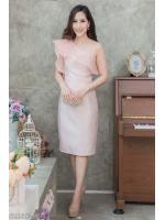 (M) ชุดไปงานแต่งงาน ชุดไปงานแต่งสีชมพู Set เสื้อบ่าเฉียง มีดีเทลที่ตัวเสื้อแต่งระบายด้วยผ้าออแกนดี้อย่างดี ด้านในเย็บซับในทั้งตัว มาพร้อมกระโปรงผ้าไหมสีพื้น ทางร้านใช้ผ้าไหมอย่างดีเกรดพรีเมี่ยม