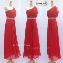 เช่าชุดราตรีเดรสยาว สีแดงสดสวยหรู ระบายแขนข้างเดียวประดับเพชรปักคาดเอวงดงาม มีสไตล์