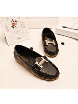 รองเท้าหนังนุ่มสีดำ โลโก็หรู