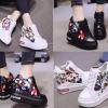 รองเท้าผ้าใบเสริมส้นปักลายดอกไม้สีขาว/ดำ ไซต์ 34-39