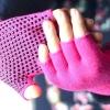 ถุงมือโยคะ กันลื่น คุณภาพสูง สีชมพูเข้มเม็ดดำ