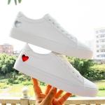 DD&OO รองเท้าผ้าใบหนังนิ่มสีขาว ลาย mini heart