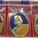 เหรียญชุด รุ่นแรก (เนื้อทองแดงชุบทองลงยา 3 สี) พ่อแก่เจ้าแสง จันทวัณโณ วัดประเวศน์ภูผา (วัดบ้านตรัง) จ.ปัตตานี