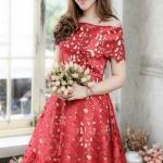 (Size M,L=1390 XL,2XL=1490) ชุดไปงานแต่งงาน ชุดไปงานแต่งสีแดง ผ้าไหมซาตินเปิดไหล่ลายฉลุทำยาก สุดๆ