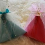 ของชำร่วยกระเป๋าสามเหลี่ยมบะจ่างสีพื้น คละสี