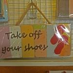 ป้ายกรุณาถอดรองเท้า