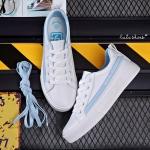 YUANBO รองเท้าผ้าใบหนังนิ่มสีขาวคาดสีฟ้า ได้เชือก 2 คู่(สีขาว+สีฟ้า)