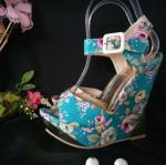 รองเท้าส้นเตารีดลายดอกสีฟ้า พร้อมส่ง ไซต์ 36 37 38