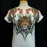 เสื้อ Apizode คอกลม ลายหน้าเสือ พื้นสีขาว เหมาะสวมใส่คนเดียว หรือเป็นคู่ก็ดูน่ารัก สวมใส่สบาย ใส่ได้ทั้งชายและหญิง