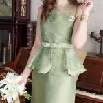 (Size S,M,L ราคา 990 Size XL,2XL ราคา 1090 ) ชุดไปงานแต่งงาน ชุดไปงานแต่งสีเขียว ผ้าไหมแขนกุดเอวระบาย แต่งด้วย ลูกไม้ออแกนดี้อย่างดี (แถมเข็มขัดโบว์)