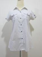 (สีขาว) เสื้อเชิ้ตเกาหลีแฟชั่นทำงานสีขาว คอปก ลายจุดวงกลมสีดำ แขนสั้น กระดุมหน้า กระเป่าจริงเข้ารูป (ใหม่ พร้อมส่ง) ร้าน LadyShop4U