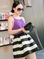 (สีขาวดำ)กระโปรงสั้นแฟชั่นเกาหลี จีบทวิส ทรงสุ่ม ลายขวางสีขาวสลับดำ ผ้ายางยืดแบบหนา ซิปหลัง (ใหม่ พร้อมส่ง) ladyshop4U