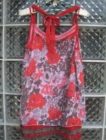 เสื้อแฟชั่นสายเดี่ยว ผ้าชีฟอง สีแดงลาบดอก สวยสด ชายมีระบายด้วยผ้าสีเทาเก๋ พริ้ว ใส่สบาย