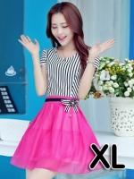 (สีชมพู ไซส์ XL) ชุดเดรสแซกสั้นแฟชั่นเกาหลี เสื้อผ้าคอตตอนสีขาวสลับดำ คอกลม แขนสั้นแต่งขอบด้วยลูกไม้ เย็บติดกระโปรงผ้าแก้ว สีชมพูบานเย็น ซิปข้าง (ใหม่ พร้อมส่ง) ร้าน Ladyshop4u