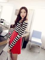 Pre Order (สีแดง)ชุดเดรสแซกสั้นแฟชั่นเกาหลีน่ารัก คอกลม เว้าไหล่ เสื้อสีขาวลายขวางสลับดำ แขนยาว กระโปรงบานสีแดงเข้ารูป (ใหม่ พรีออเดอร์)ร้าน Ladyshop4U