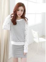 (สีขาว)เสื้อลำลองใส่เที่ยวน่ารัก สีขาว ตัวเสื้อเป็นผ้าคอตตอนสีขาวลายขวางสลับสีกรมท่า คอกลม แขนยาวผ้าลูกไม้หนาลายดอก จั๊มแขน จั๊มเอว ดูดี (ใหม่ พร้อมส่ง) ร้าน LadyShop4U