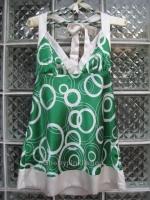 เสื้อแฟชั่นสีเขียวลายวงกลม สายเดี่ยว ผ้ามันลื่น นิ่ม สวยดูดี ผูกโบว์ที่ต้นคอด้านหลัง Made in USA