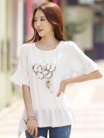 (สีขาว)เสื้อทำงานแฟชั่นเกาหลีออฟฟิศ สีขาว ปักเลื่อมรูปดอกไม้ด้านหน้า ปลายเสื้อแต่งระบายรอบ มีซับใน เหมาะสำหรับใส่เที่ยวสบายๆ ใส่ไปงานบุญ ใส่ไปวัด (ใหม่ พร้อมส่ง) ร้าน LadyShop4U