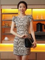 Pre order (สีขาว) ชุดเดรสแซกสั้นแฟชั่นเกาหลี สีขาวลายสีดำ คอกลม แขนสั้น เข้ารูป ผ้าคอตตอน (ใหม่ พรีออเดอร์)ร้าน Ladyshop4U