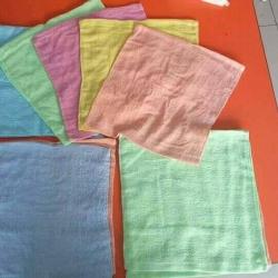 ผ้าขนหนู ผ้าเช็ดหน้า สีพื้น คละสี 12*12นิ้ว โหลละ 52 บาท ส่ง 200โหล