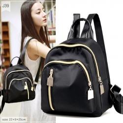 J39- กระเป๋าเป้สะพายหลังสีดำ