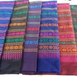 ผ้าถุง ผ้าซิ่น ลายยกดอก (พับคู่) คละสี 90*180ซม ผืนละ 67 บาท ส่ง 100ผืน