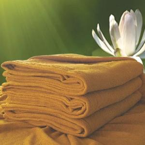 ผ้าห่มฟลีซพระ สีกรัก 50x80นิ้ว (125x200ซม) 500กรัม ผืนละ 115 บาท ส่ง 52 ผืน