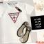 F10194 เสื้อยืดคอกลม แขนสั้น ปักลาย GUESS สีขาว thumbnail 1